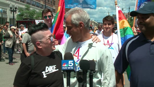 wgn 'orange is the new black' star lea delaria joined chicago mayor rahm emanuel at a press conference before the start of the 48th annual chicago... - societal symbol stock videos & royalty-free footage