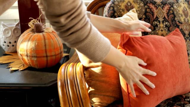 vidéos et rushes de décoration orange de citrouille - décoration de fête