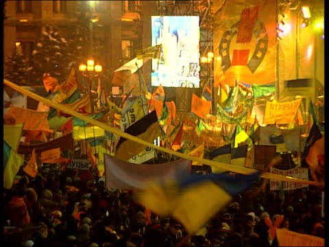 General views of Yushchenko supporters NIGHT Crowds in square watching giant screens