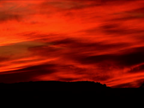 ws, orange sky at sunset, utah, usa - placca di montaggio fissa video stock e b–roll