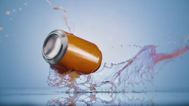 vídeos de stock e filmes b-roll de slo mo ld orange soda can exploding - laranja
