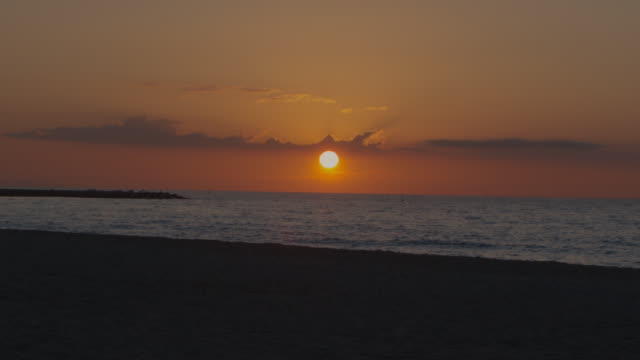 stockvideo's en b-roll-footage met orange sunrise at spanish beach - mar