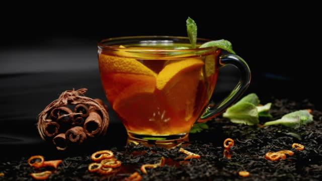 vídeos y material grabado en eventos de stock de té de naranja y canela - mint leaf culinary