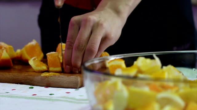 vídeos de stock, filmes e b-roll de laranja orange - braço humano