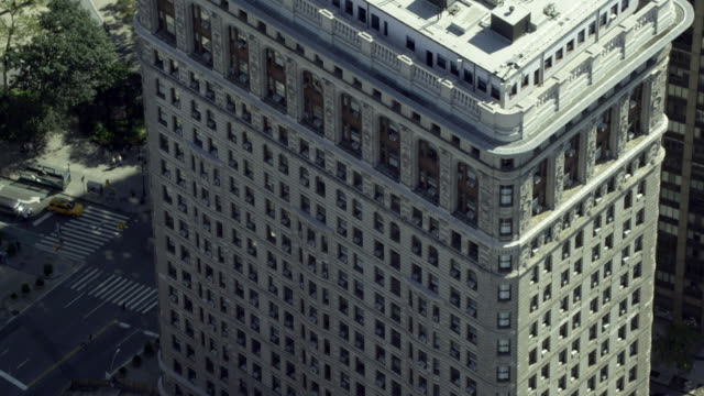 close-up orbit manhattan building - flatiron building manhattan stock videos and b-roll footage