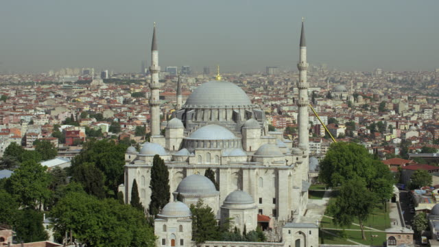 stockvideo's en b-roll-footage met orbit shot around suleymaniye mosque - istanboel
