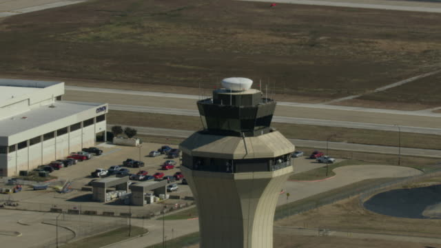 orbital shot of a control tower in the dallas fort worth international airport - air traffic control operator stock videos & royalty-free footage
