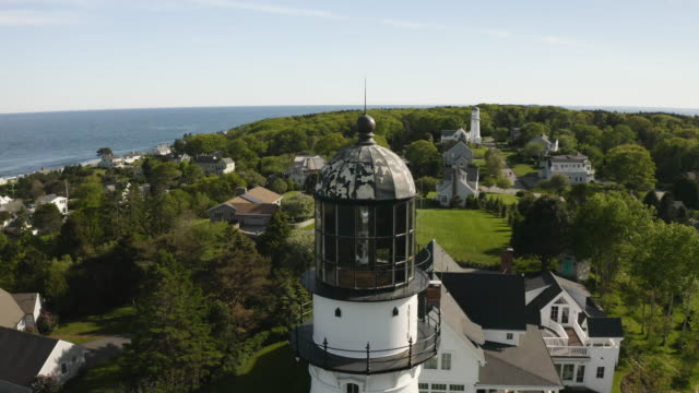 vidéos et rushes de orbital shot of the cape elizabeth lights - maine