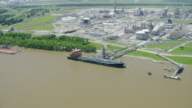 orbital shot of the cf industries - donaldsonville nitrogen complex - river mississippi stock videos & royalty-free footage