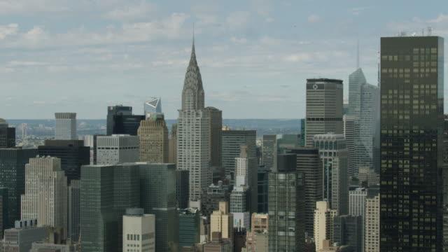vídeos de stock e filmes b-roll de orbital shot of the chrysler building - prédio chrysler