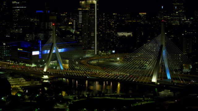 orbital shot of the leonard p zakim bunker hill memorial bridge at night - ザキム・バンカーヒル橋点の映像素材/bロール