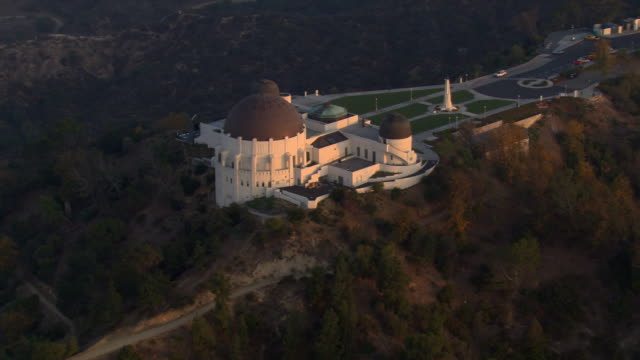 orbiting griffith park observatory in los angeles. shot in 2008. - artbeats stock videos & royalty-free footage