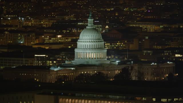 orbiting the capitol at night. shot in 2011. - artbeats 個影片檔及 b 捲影像