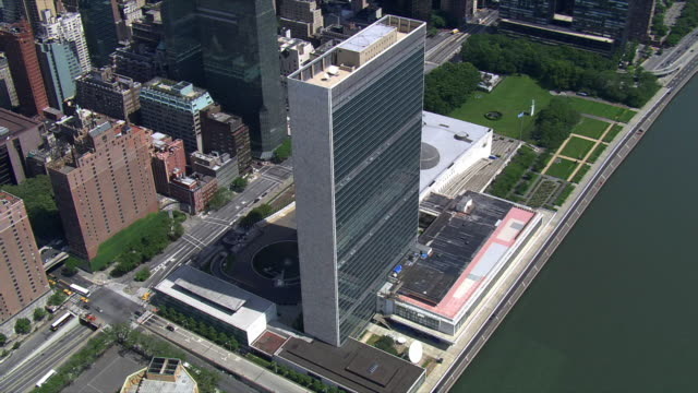 orbiting united nations headquarters, nyc. shot in 2006. - united nations building stock videos and b-roll footage