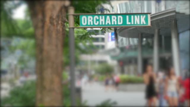 stockvideo's en b-roll-footage met orchard sign business district bij orchard road in singapore - flitspaal