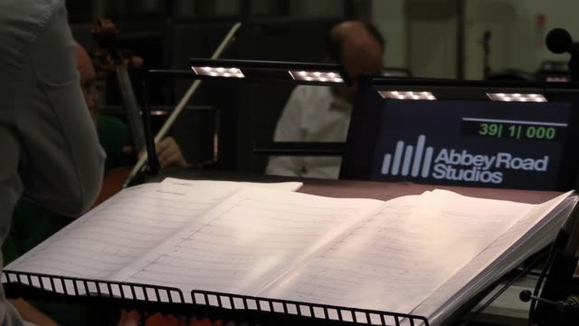 vídeos y material grabado en eventos de stock de orchestral conductor turning the pages of sheet music at london's iconic abbey road studios, made famous by the likes of the beatles. no audio - estudio de grabación