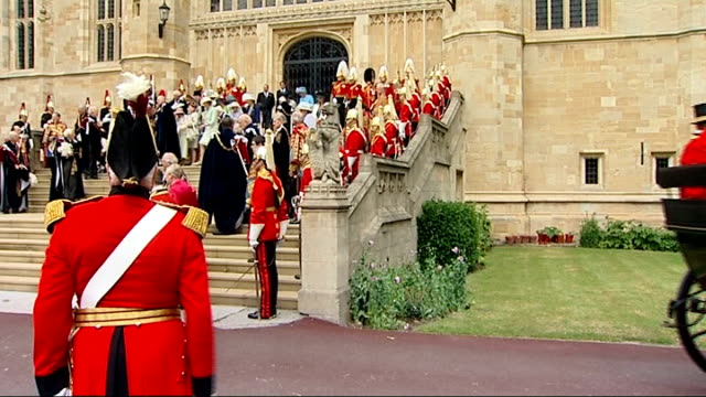 stockvideo's en b-roll-footage met order of the garter ceremony at windsor castle prince andrew prince william prince edward and sophie countess of wessex departure in carriage/... - yeomen warder