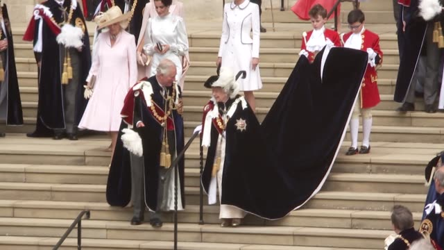 order of the garter ceremony: st george's chapel arrivals and departures; england: berkshire: windsor: windsor castle: gvs queen elizabeth ii leaving... - britisches königshaus stock-videos und b-roll-filmmaterial