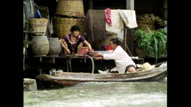 ordinary people and daily life along bangkok canal; 1989 - thai food stock videos & royalty-free footage