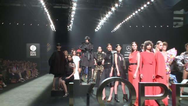 stockvideo's en b-roll-footage met l'oreal catwalk mercedes benz fashion week madrid spring/summer 2020 - modeweek