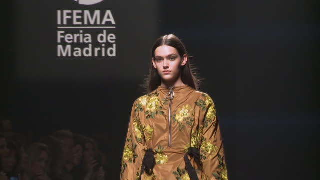 l'oreal catwalk mercedes benz fashion week madrid spring/summer 2020 - runway stock videos & royalty-free footage