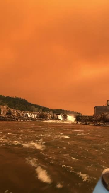 stockvideo's en b-roll-footage met oregon city, oregon, declared a state of emergency on september 9, as clackamas county filled with smoke from six wildfires, according to local... - https