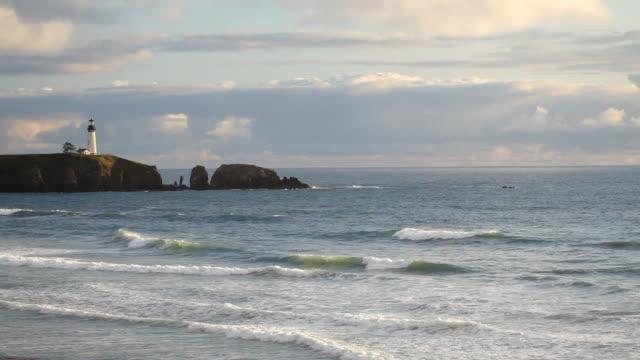 hd oregon coast lighthouse - yaquina head - newport oregon stock videos & royalty-free footage