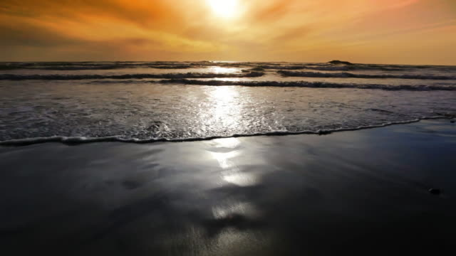 la, oregon coast sunset, cannon beach, oregon - cannon beach stock videos & royalty-free footage