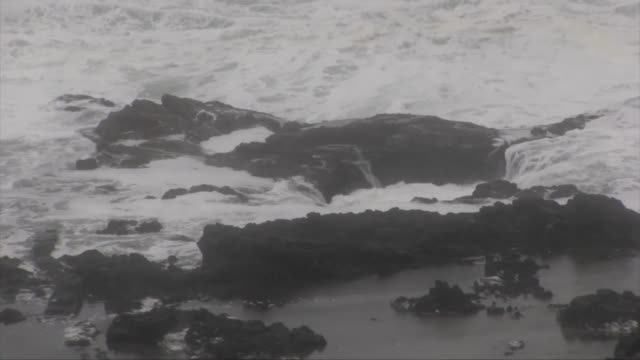 oregon coast thor's well - oregon coast stock videos & royalty-free footage