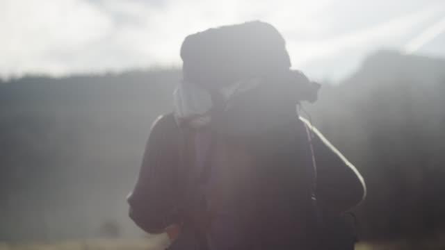 oregon hiker - rucksack stock-videos und b-roll-filmmaterial
