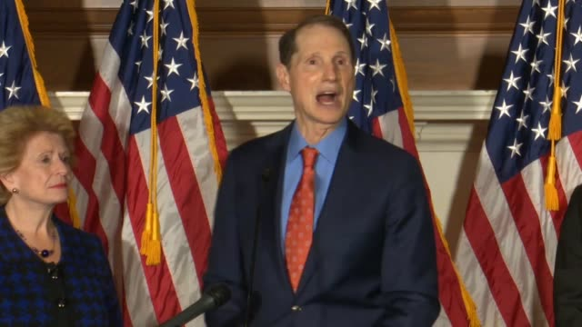 stockvideo's en b-roll-footage met oregon senator ron wyden says at a press event that over the next few weeks democrats were going to be showing americans what is at stake with health... - oregon amerikaanse staat