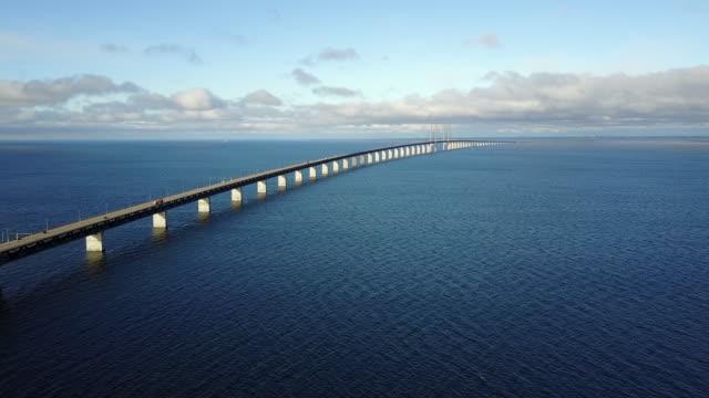 vídeos y material grabado en eventos de stock de puente de oresund entre copenhague y malmo - oresund escandinavia