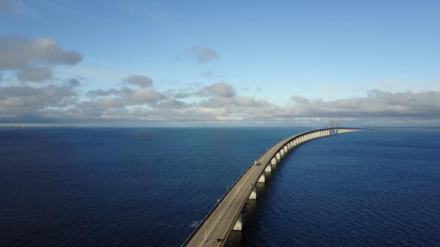 vídeos y material grabado en eventos de stock de puente de oresund entre copenhague y malmo - puente de oresund