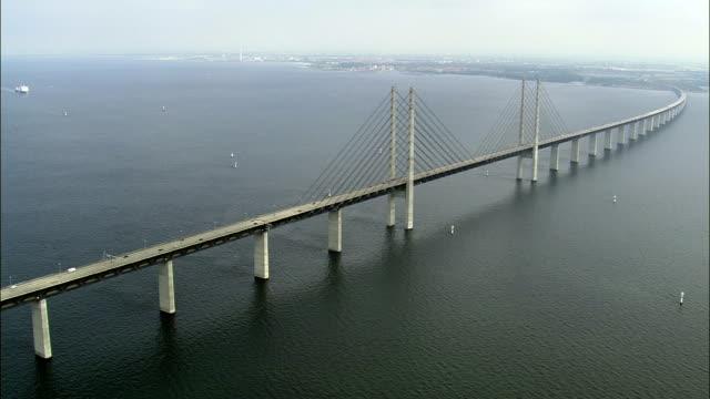 stockvideo's en b-roll-footage met oresund bridge - brug mens gemaakte bouwwerken