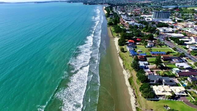 vídeos y material grabado en eventos de stock de playa orewa - nueva zelanda