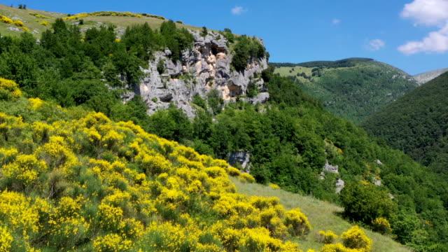 stockvideo's en b-roll-footage met orfento valley in maiella national park, abruzzo, italy - zandsteen