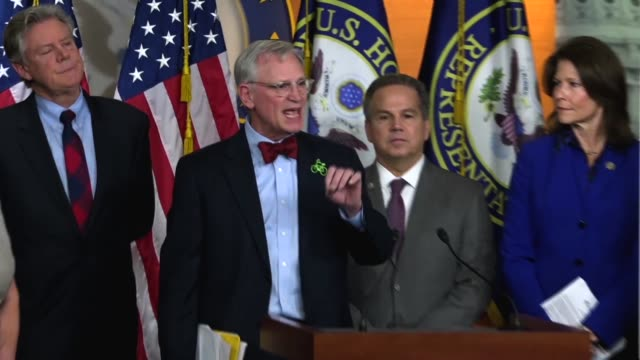 vídeos y material grabado en eventos de stock de organ congressman earl blumenauer says the defense department was on the forefront with studies analyzing climate change as a national security... - departamento de defensa