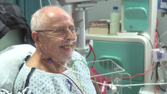 vidéos et rushes de organ donation law change in wales wales int gvs alan challenger in hospital bed chatting with doctor alan challenger interview sot very lucky didn't... - pays de galles