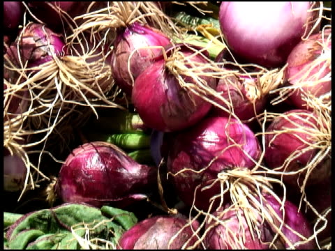 organic red onions / shallots - medium group of objects stock videos & royalty-free footage