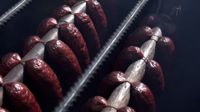 stockvideo's en b-roll-footage met organic sausages - hangen