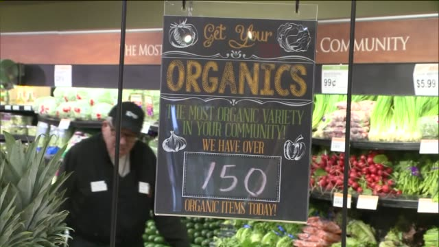 organic vegetables, fruits inside a grocery store on october 23, 2015 in new york city. - 有機農園点の映像素材/bロール