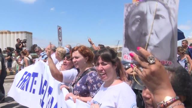 organizaciones humanitarias sindicatos y partidos políticos opositores reclamaron la libertad de la activista argentina milagro sala al cumplirse el... - sindicatos stock videos & royalty-free footage