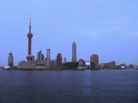 vídeos y material grabado en eventos de stock de oriental pearl tower, shanghai - artbeats