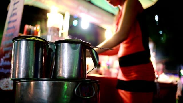 original-kaffee - straßenverkäufer stock-videos und b-roll-filmmaterial