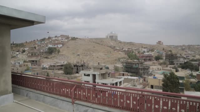 originally designed for half a million inhabitants afghanistan's sprawling capital city of kabul now houses more than three million people property... - kabul stock-videos und b-roll-filmmaterial