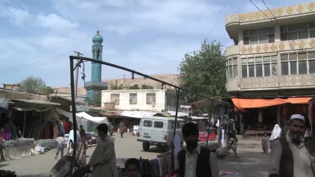 originally designed for half a million inhabitants afghanistan's sprawling capital city of kabul now houses more than three million people property... - dischdascha stock-videos und b-roll-filmmaterial