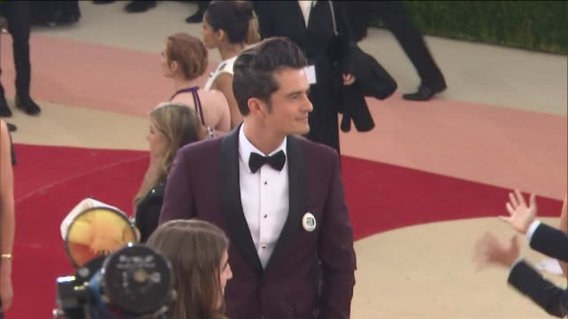 wpix orlando bloom arrives at the metropolitan museum of art's costume institute gala on may 2 2016 - orlando bloom stock videos & royalty-free footage