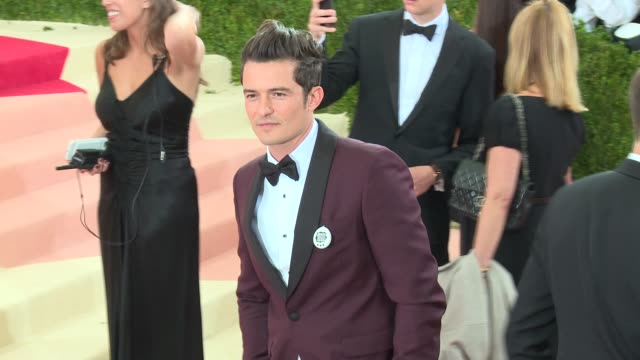 fashion in an age of technology costume institute benefit gala arrivals at metropolitan museum of art at the metropolitan museum on may 2 2016 in new... - manus x machina: fashion in an age of technology stock videos and b-roll footage