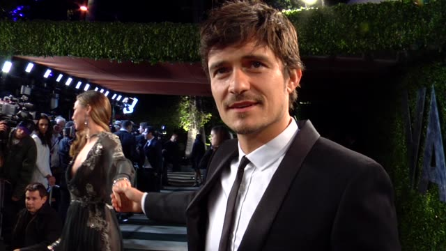 vídeos de stock, filmes e b-roll de orlando bloom at the 2013 vanity fair oscar party hosted by graydon carter orlando bloom at the 2013 vanity fair oscar party at sunset tower on... - vanity fair oscar party
