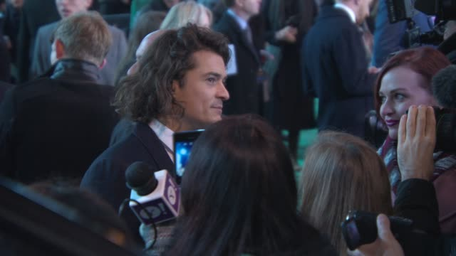 orlando bloom at 'the hobbit: the battle of the five armies' world premiere at odeon leicester square on december 01, 2014 in london, england. - the hobbit: the battle of the five armies stock videos & royalty-free footage